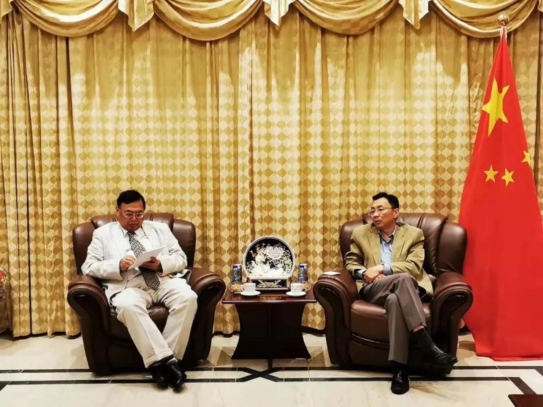 中国驻阿联酋大使倪坚会见孔子学院总部阿联酋汉语教学专家组